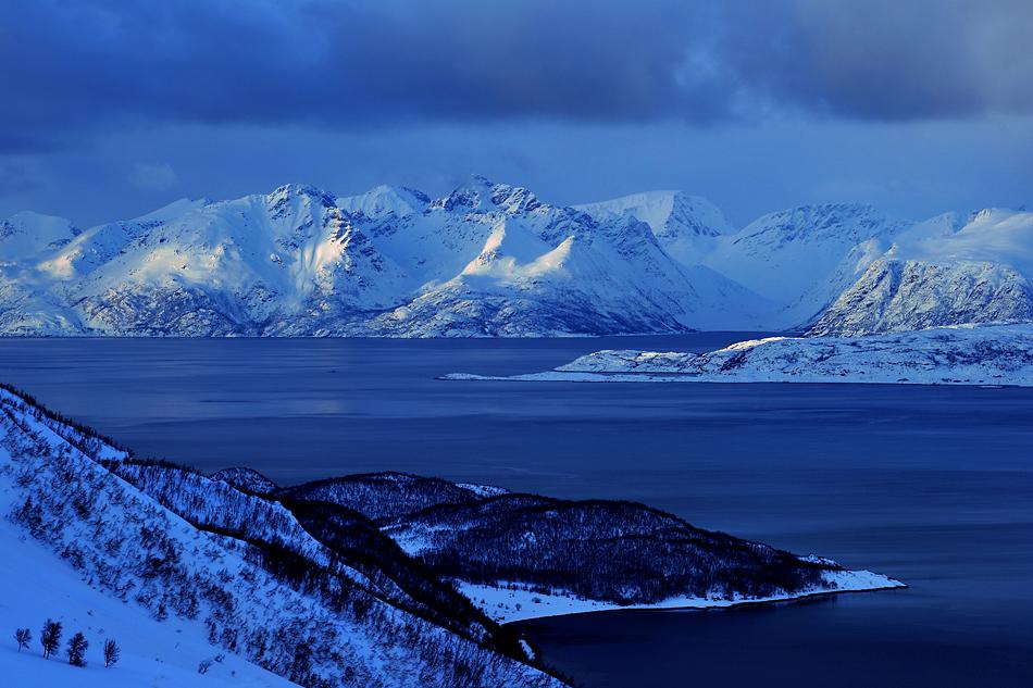 Unterwegs zum Nordkapp im Winter – Fjord Landschaften