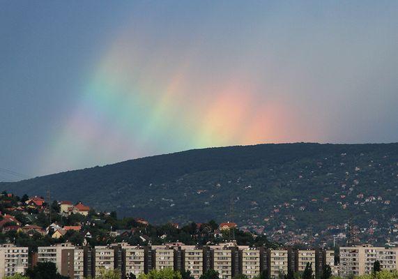 -- Unusual Rainbow --