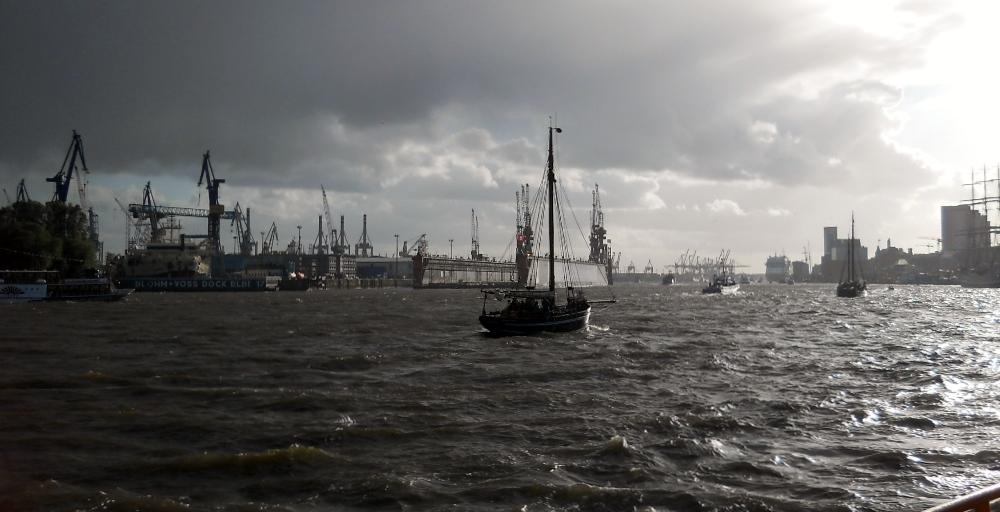 Unwetter auf der Elbe