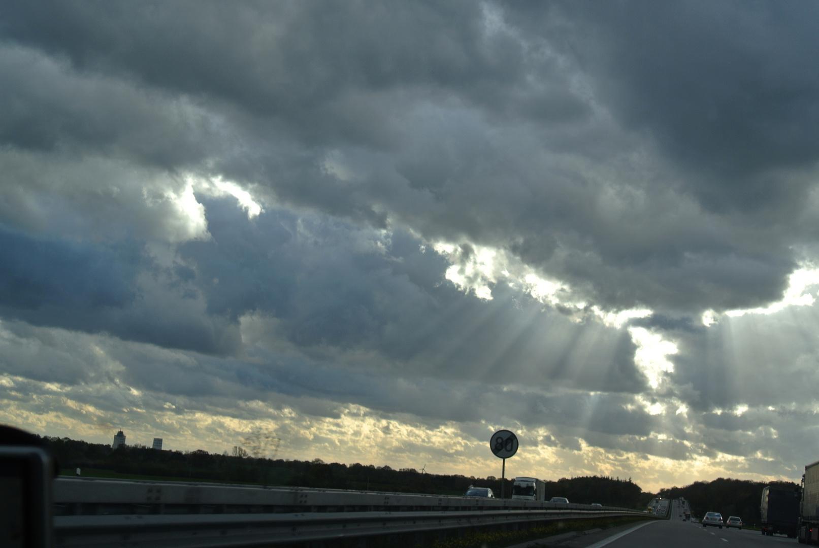 Unwetter über der Autobahn