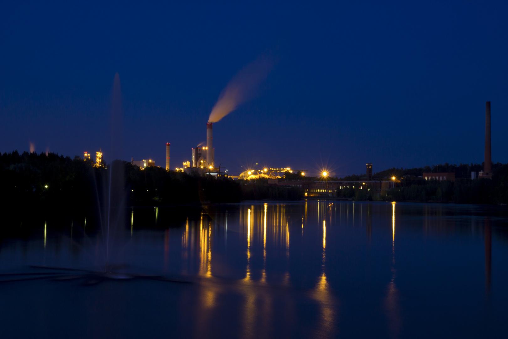 UPM bei Nacht