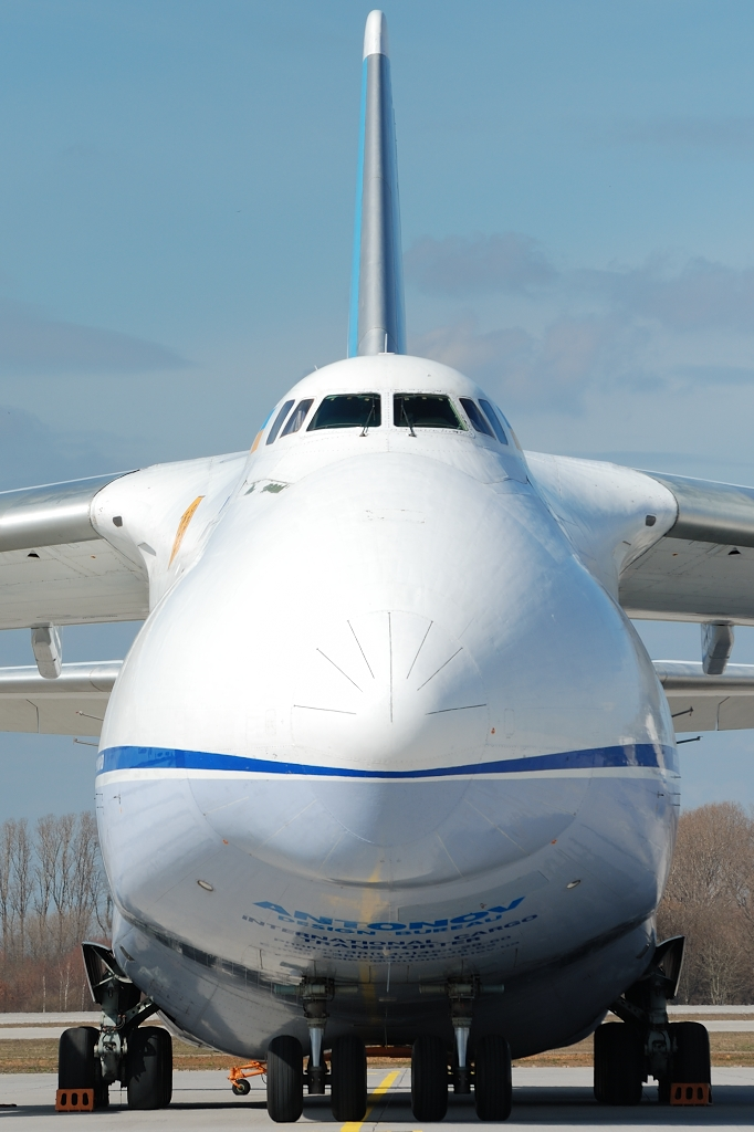UR-82009, Antonov 124