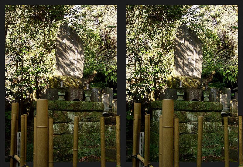 Uraltes Grab am Jokomyoji in Kamakura