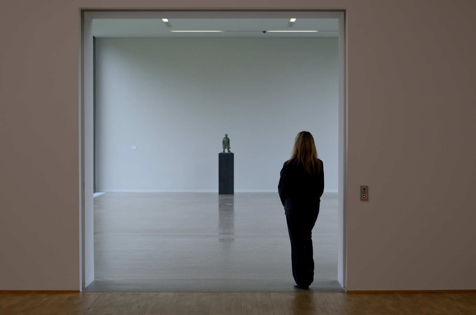 Urban loneliness  -  In the museum