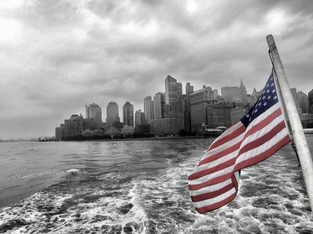 US Flagge vor Skyline New York