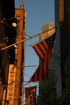 USA Flagge beim Sonnenaufgang in New York