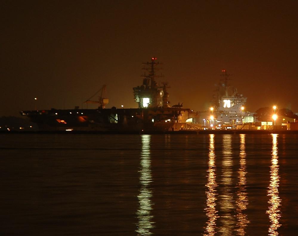 USS Nimitz (CVN 68) und USS Ronald Reagan (CVN 76)