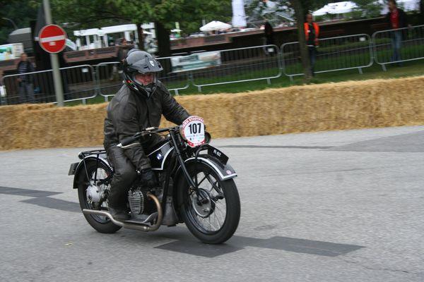 Uwe Rudisch beim Stadtparkrennen auf BMW Norton R 62