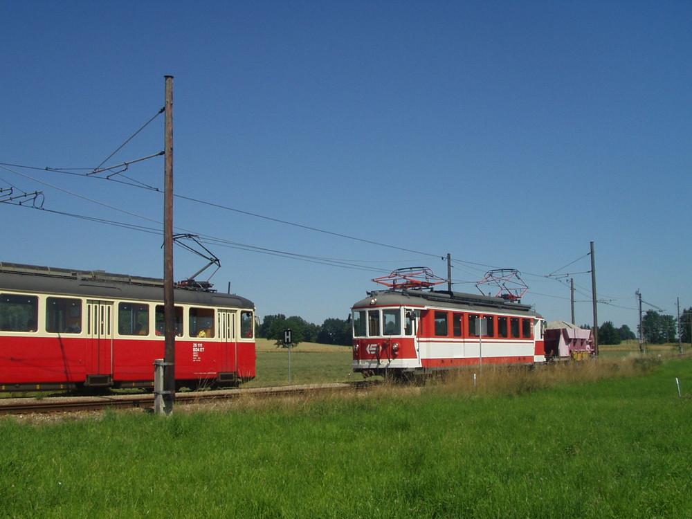 VA [Vöcklamarkt - Attersee]: Kreuzung Arbeitszug N3 mit 8313 in Walsberg am 16. Juli 2007