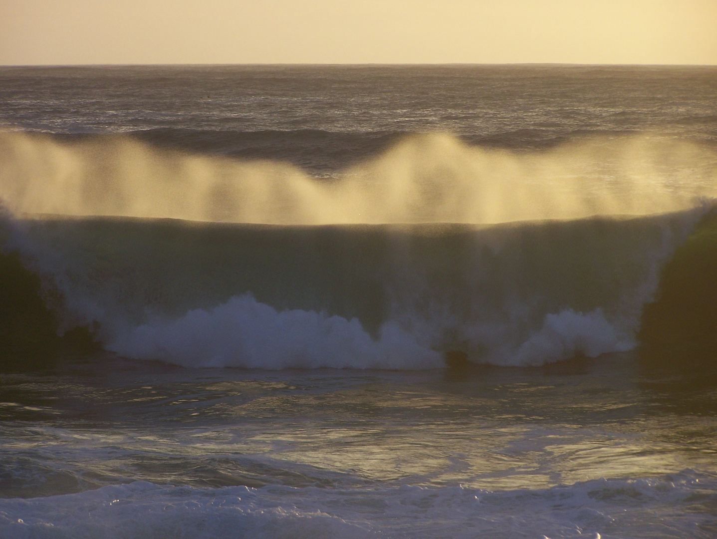 vague au coucher du soleil