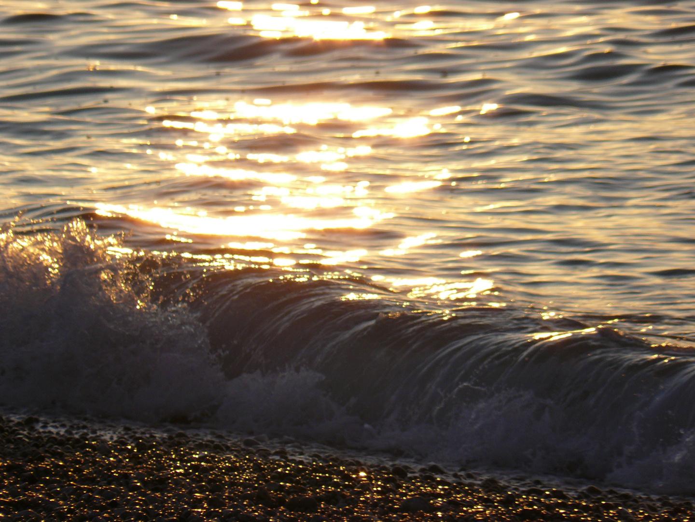 vague sous couché de soleil