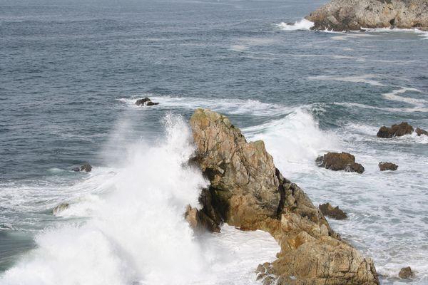 vague sur rocher