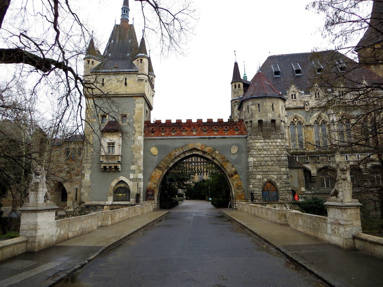 Vajdahunyad Schloss im Városliget (Stadtpark) ...