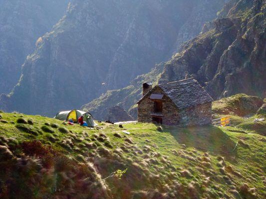 Val Grande, Zelt am Bergkamm hoch über dem Ossola Tal