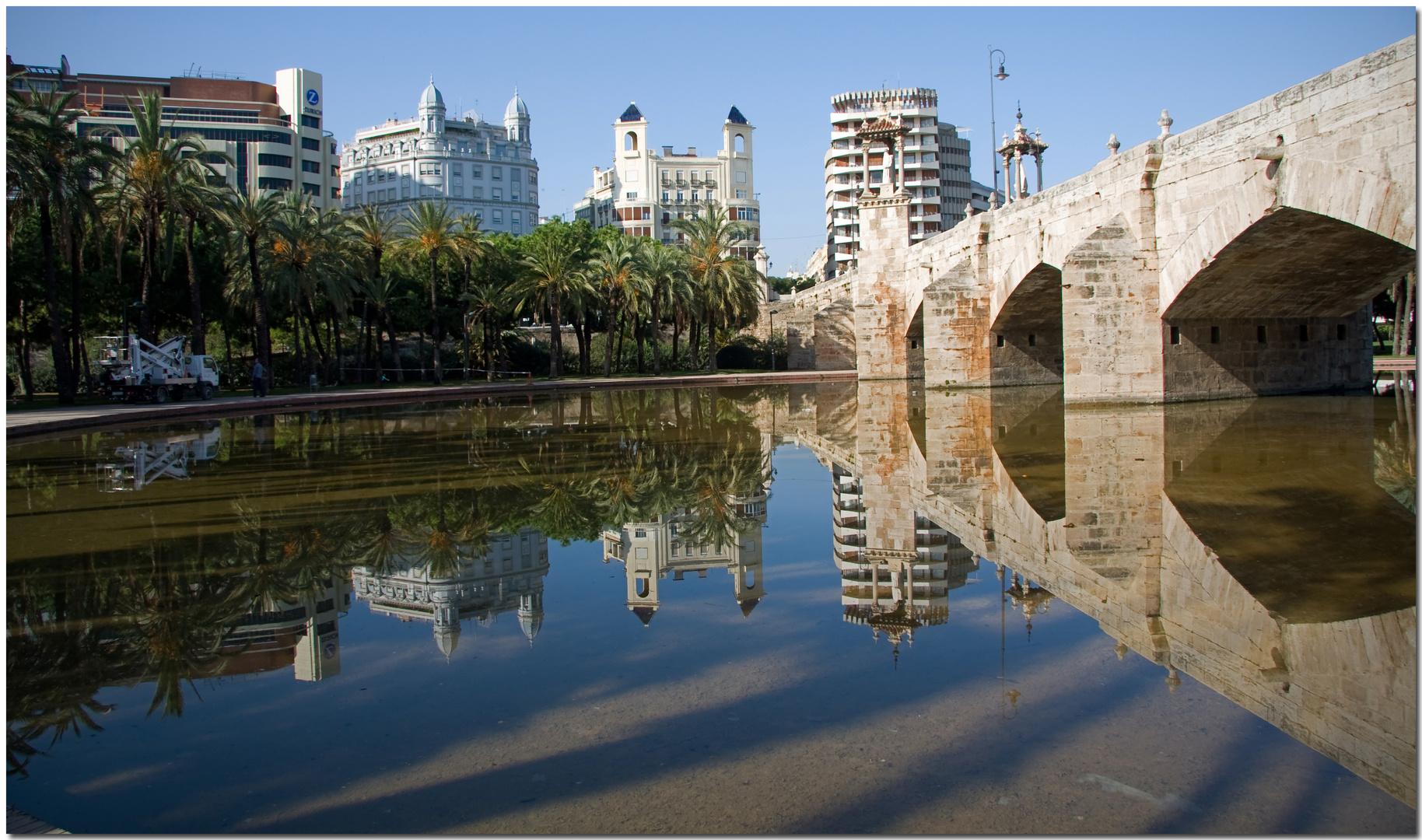 València s'emmiralla i es veu guapa
