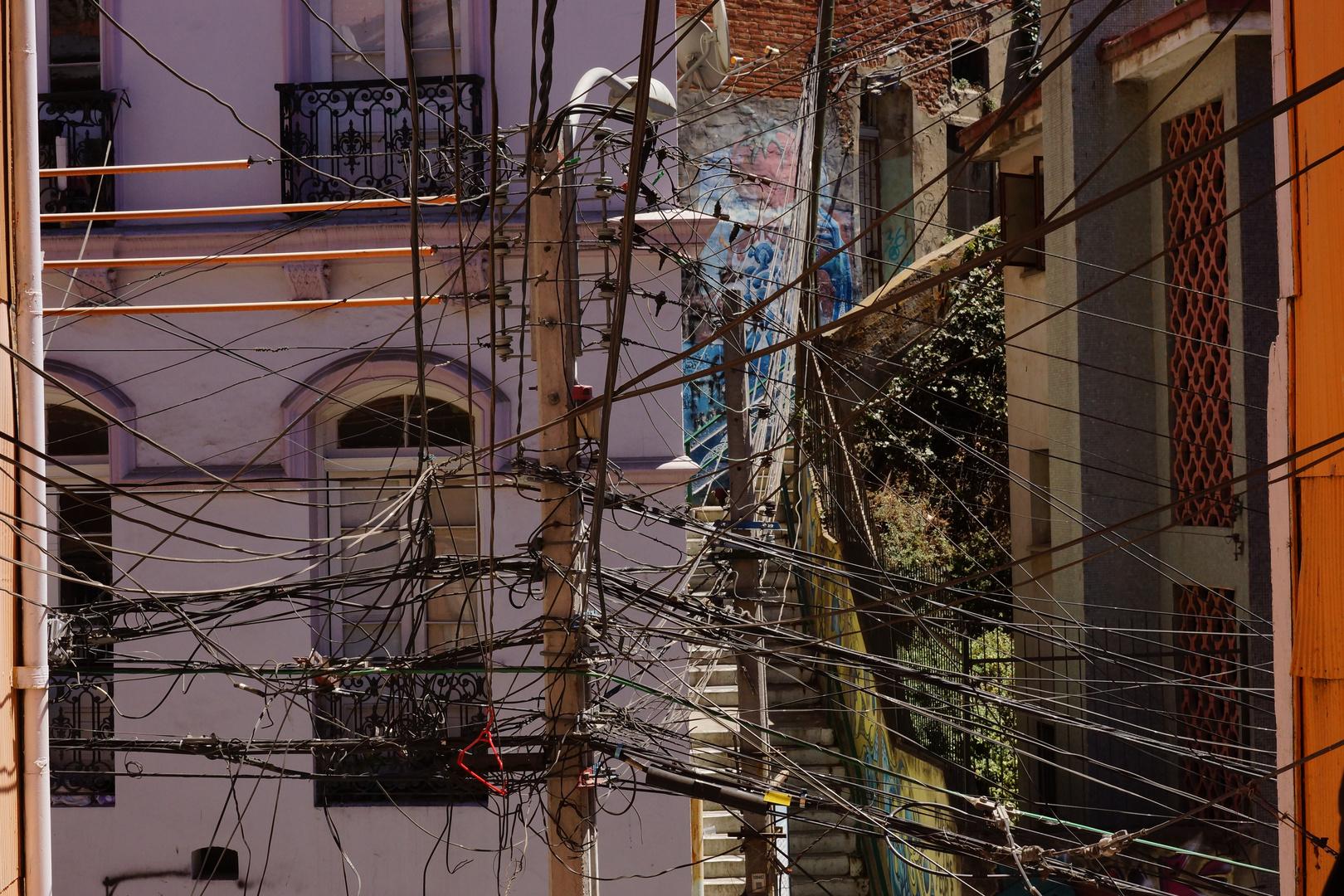 Valparaiso - Stromkabelverlegung auf chilenisch