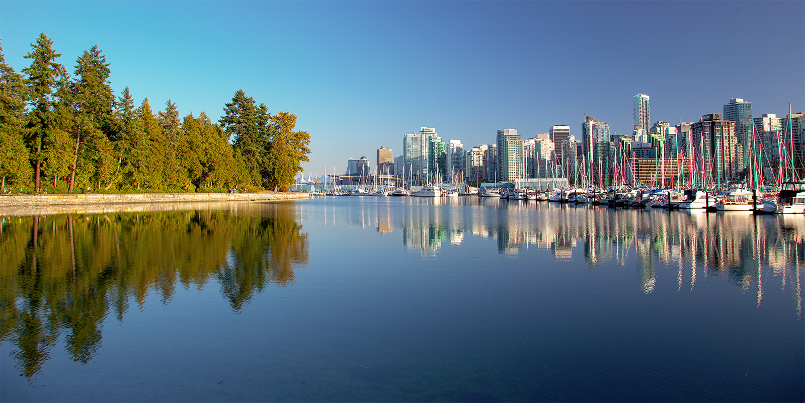 VANCOUVER - DOWNTOWN, WATERFRONT AND STANLEY PARK WITH REFELCTIONS