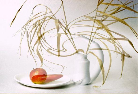 Vase mit Apfel