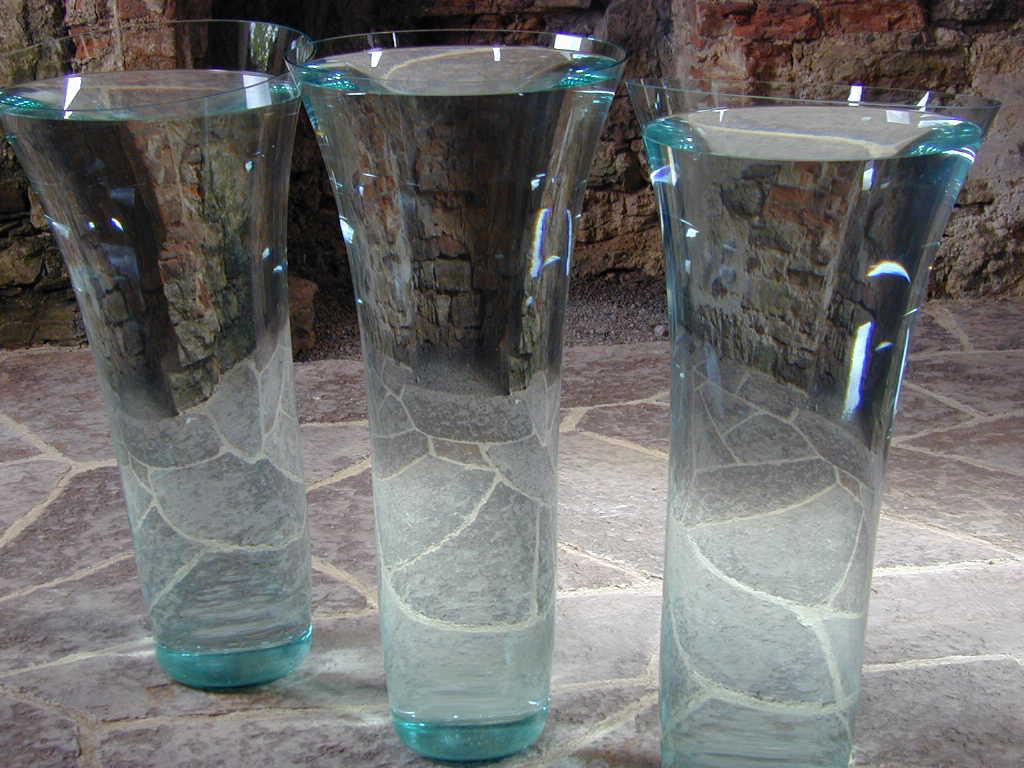 Vasen mit Wasser