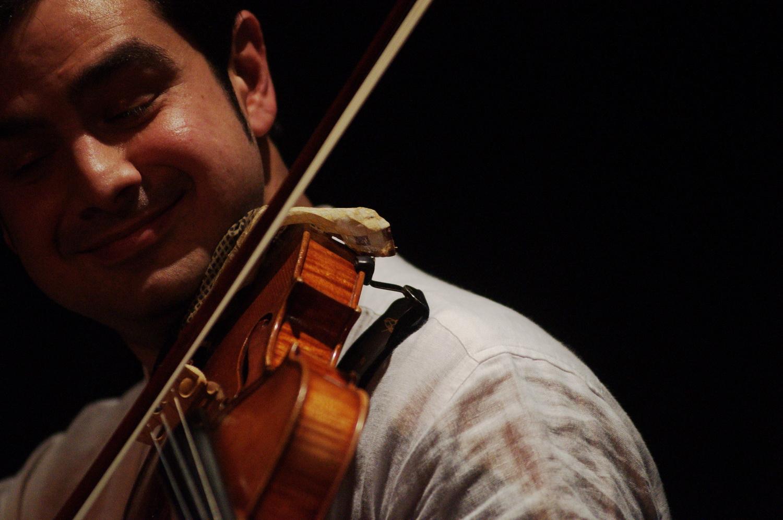 Vasile Darnea im Einklang mit seinem Instrument