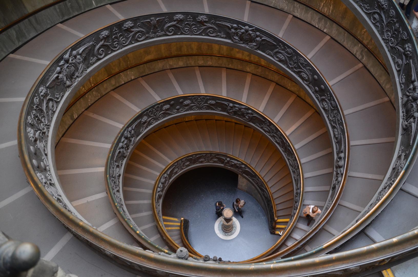 Vatikanstadt - Treppenhaus in den Vatikanischen Museen (November 2012)