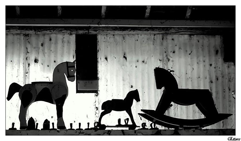 Vecchi cavallini di legno