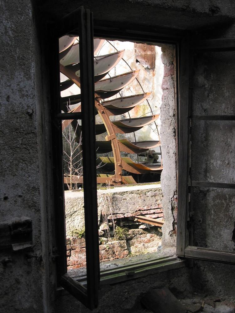 vecchia tecnologia alla finestra