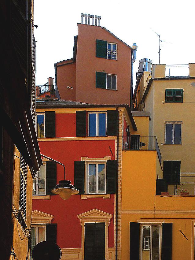 """Vecchie architetture """"arrangiste"""" di P.za delle Erbe -Ge"""