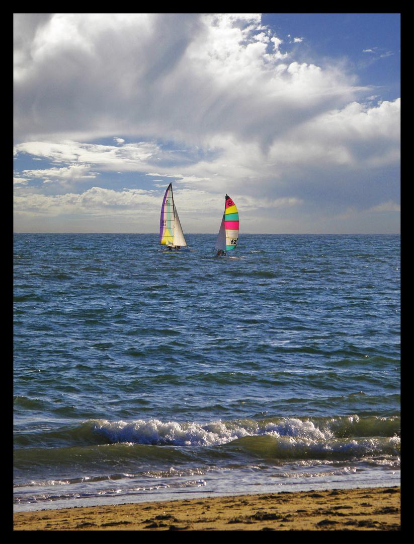 velas en el mar