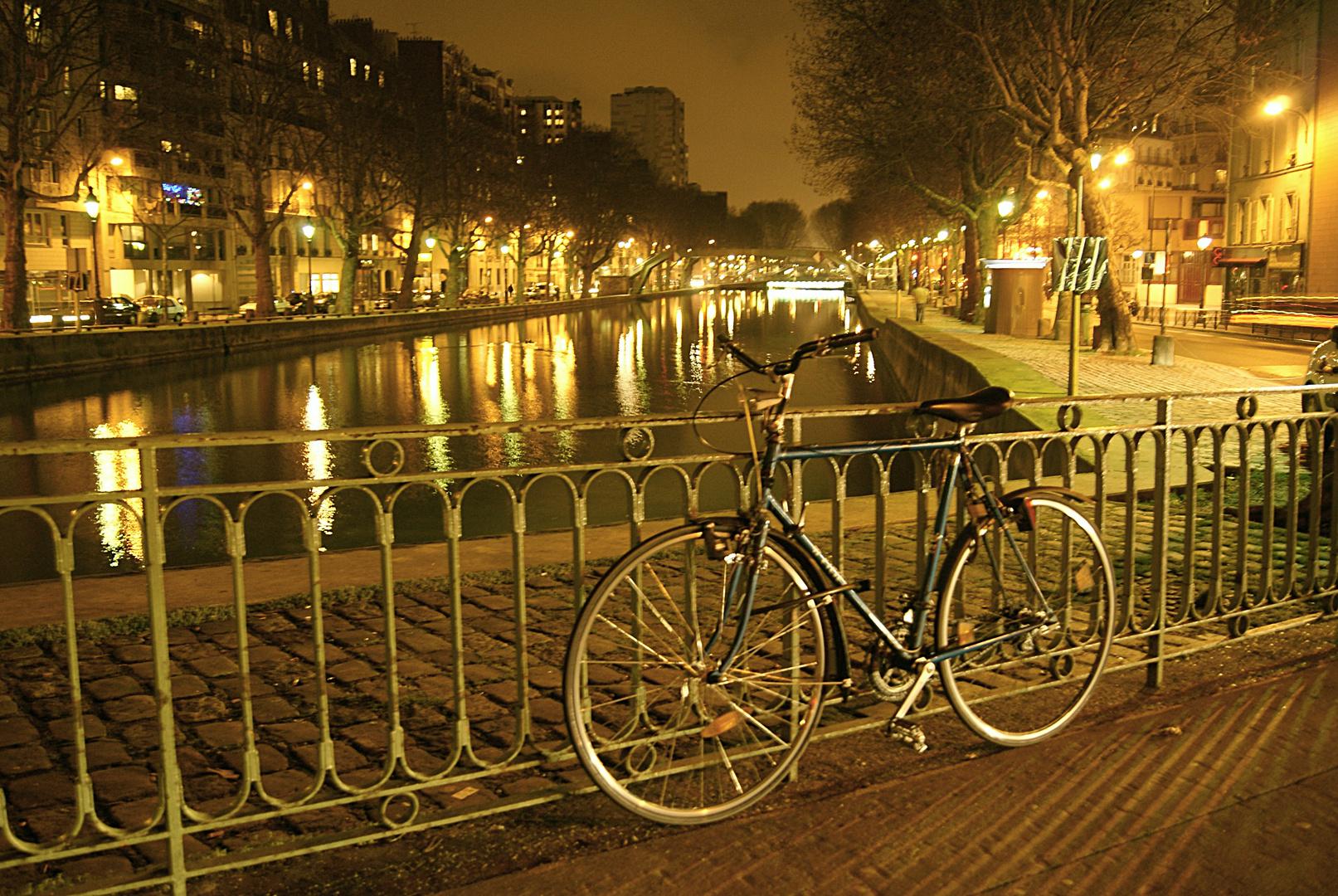 vélo au canal Saint Martin, Paris