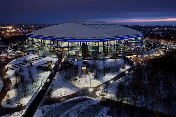 Veltins Arena im Schnee II - Gelsenkirchen, 18:34 Uhr, Schnee - das Dach hält ……