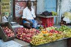 Vendeur de fruits à la gare de bus de Chengalpattu