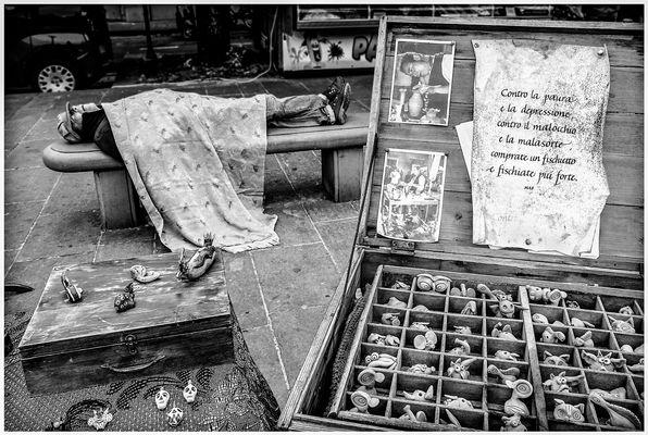 Venditore di fischietti (in tempo di crisi)