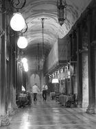 Venedig - Abends unter den Arkaden