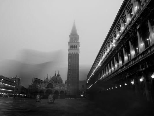 Venedig in der Frühe, Markusplatz