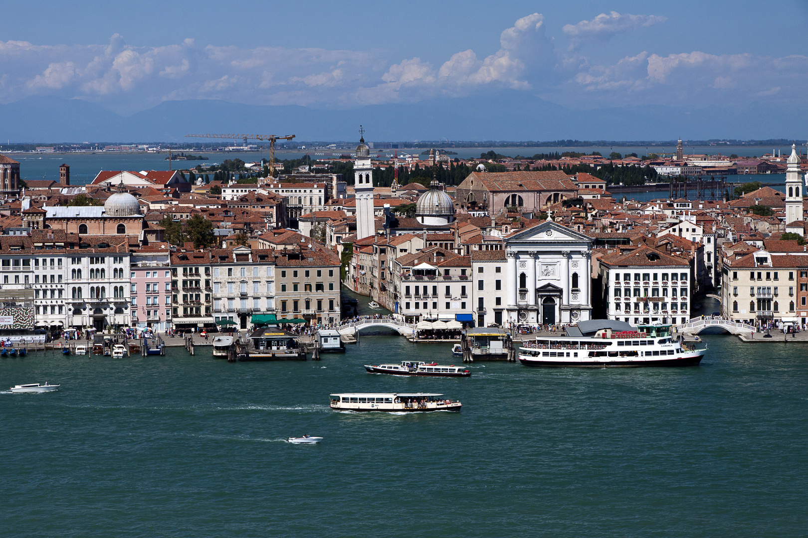 Venedig mit dem Monte Grappa