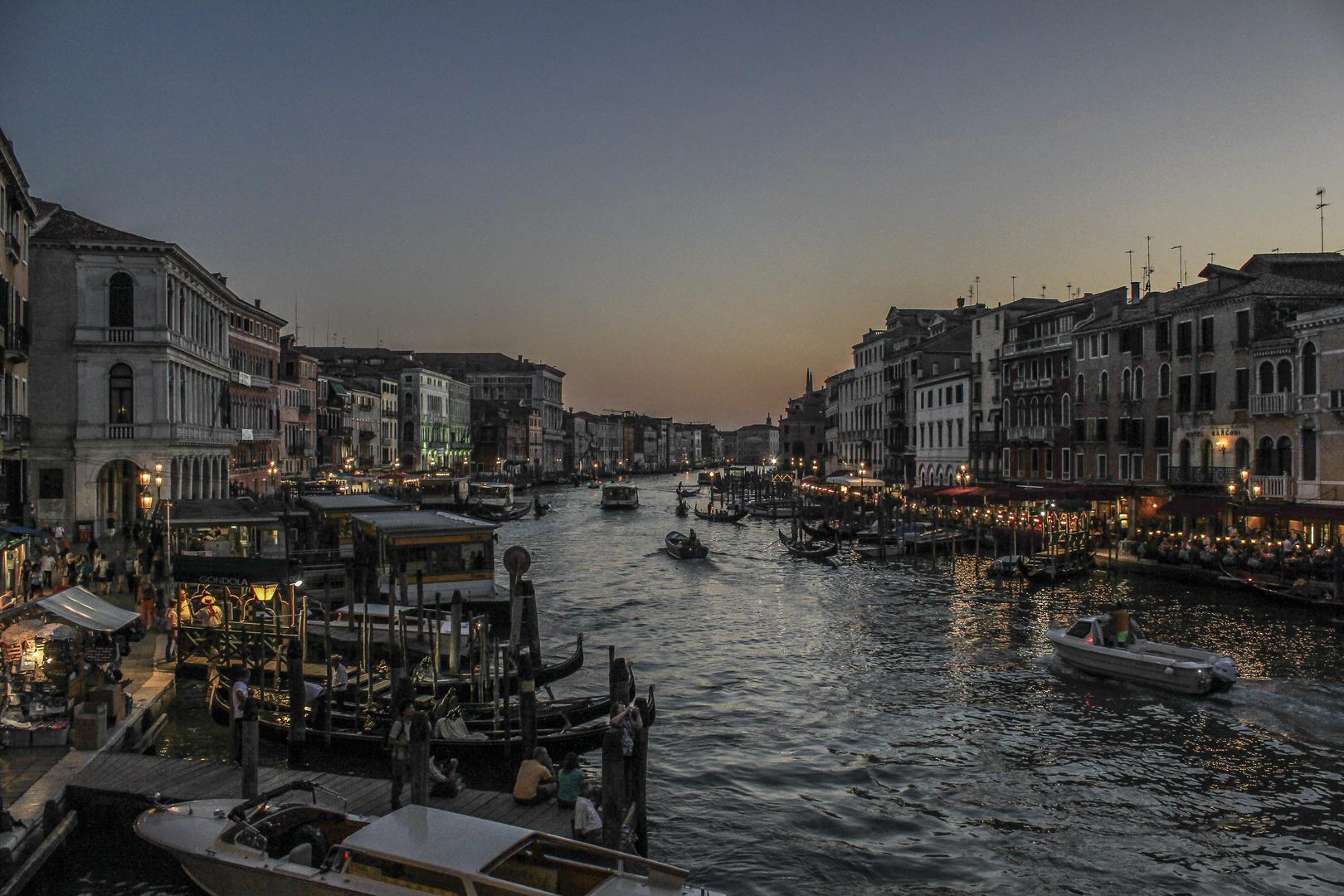 Venedig - Rialto Brücke. Canal Grande