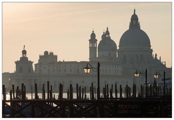 Venedig - Santa Maria della Salute im Gegenlicht