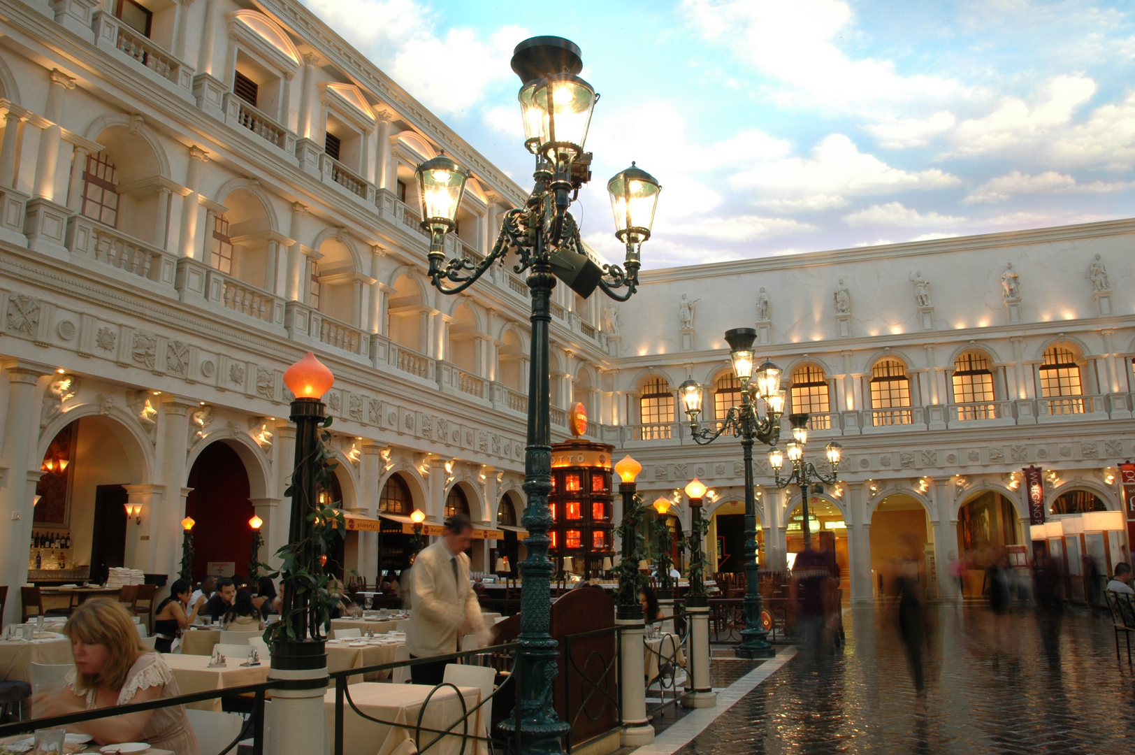 Venedig.Markusplatz.Oder doch Vegas?