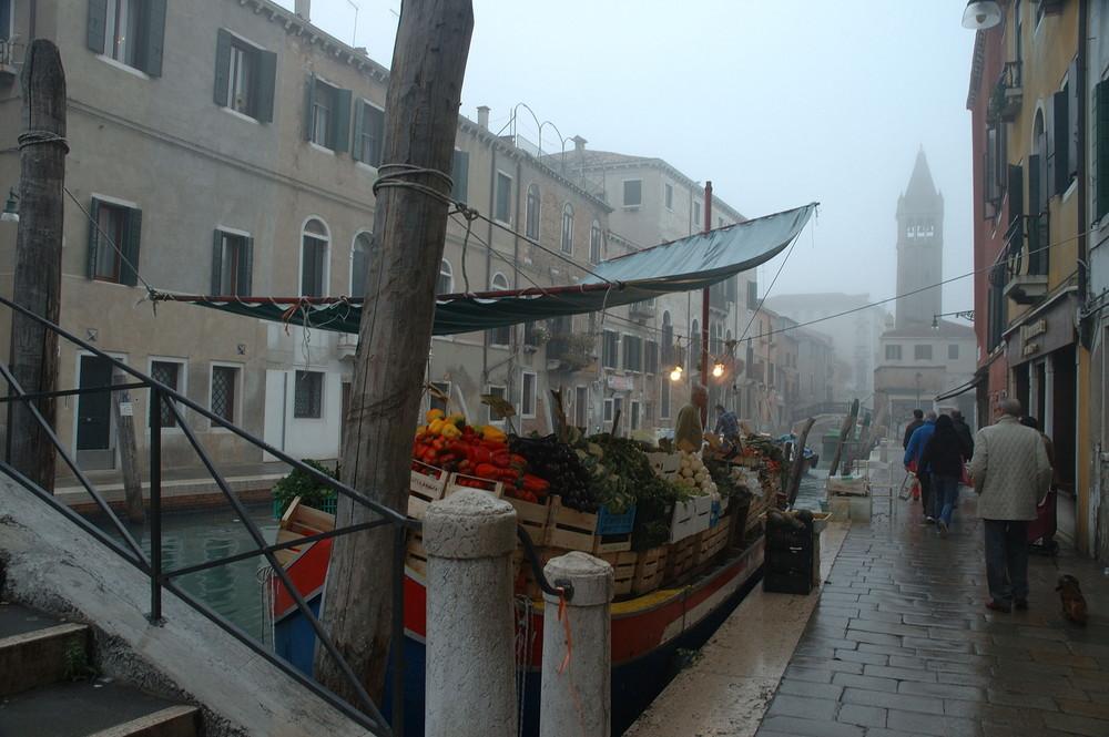 Venezia -Fruttivendolo galleggiante