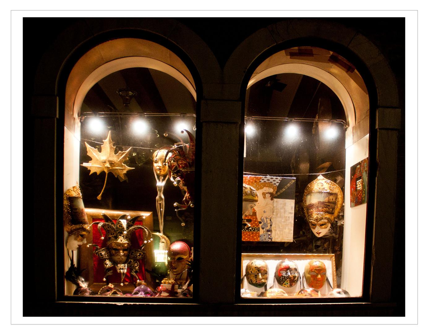 Venezianische Fenster bei Nacht III