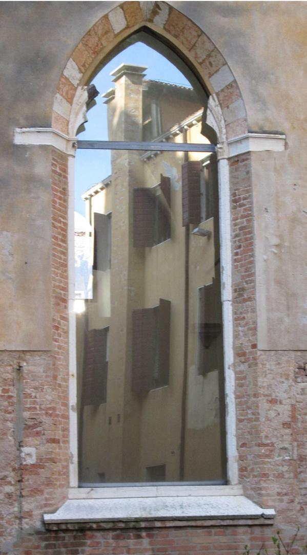 Venezianische Fensterspiegelung