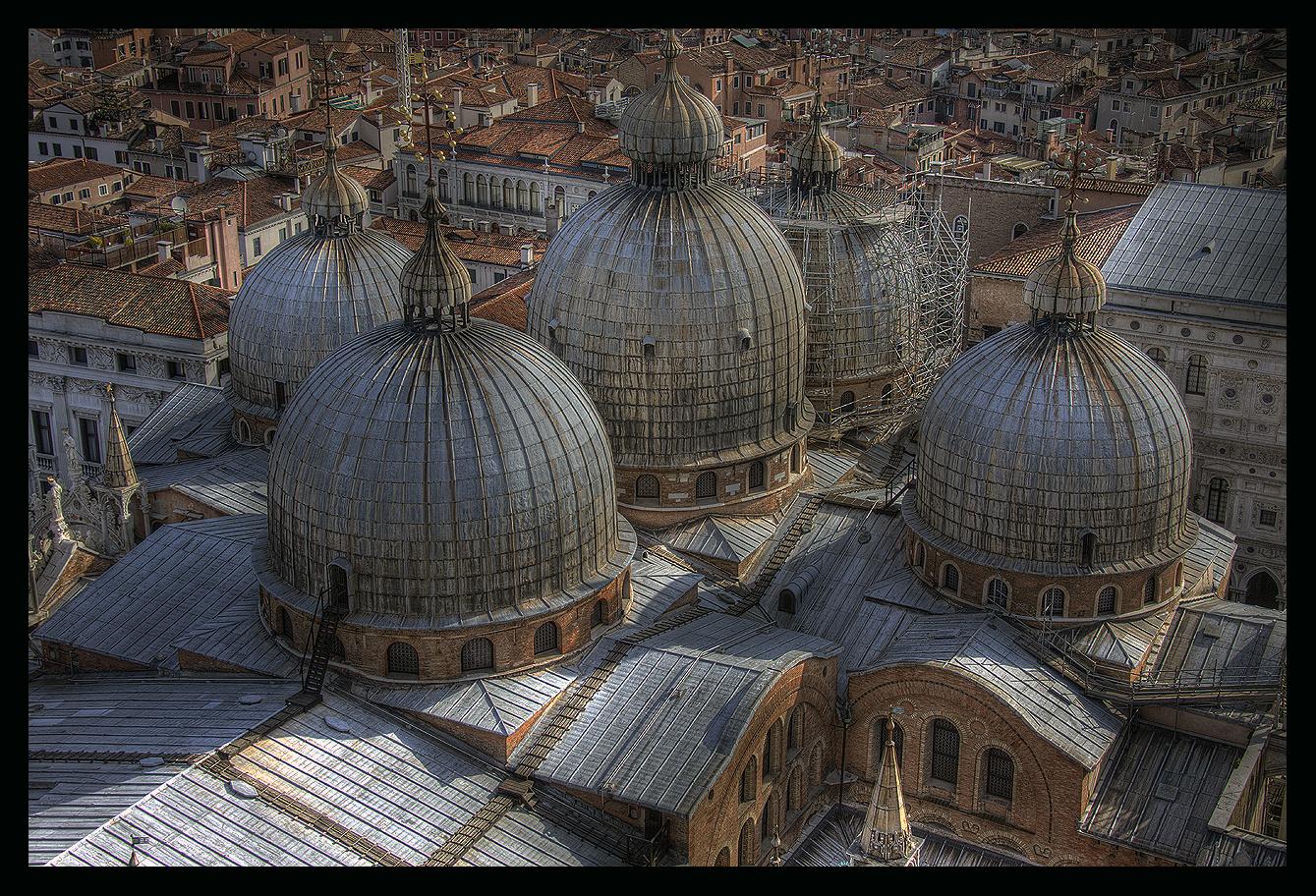 Venezianische Kuppeln näher dran