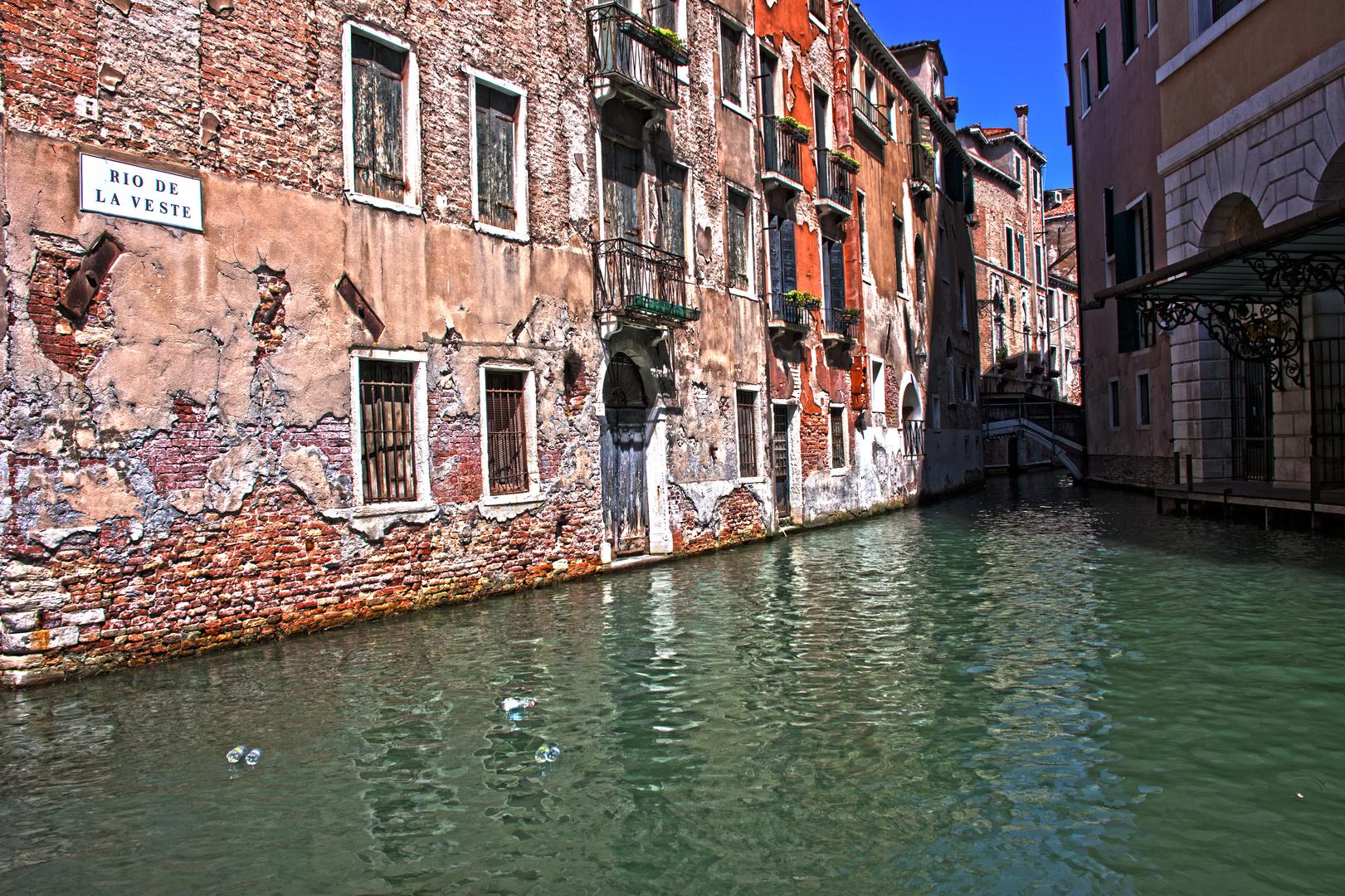 Venezianische Straßenkreuzung