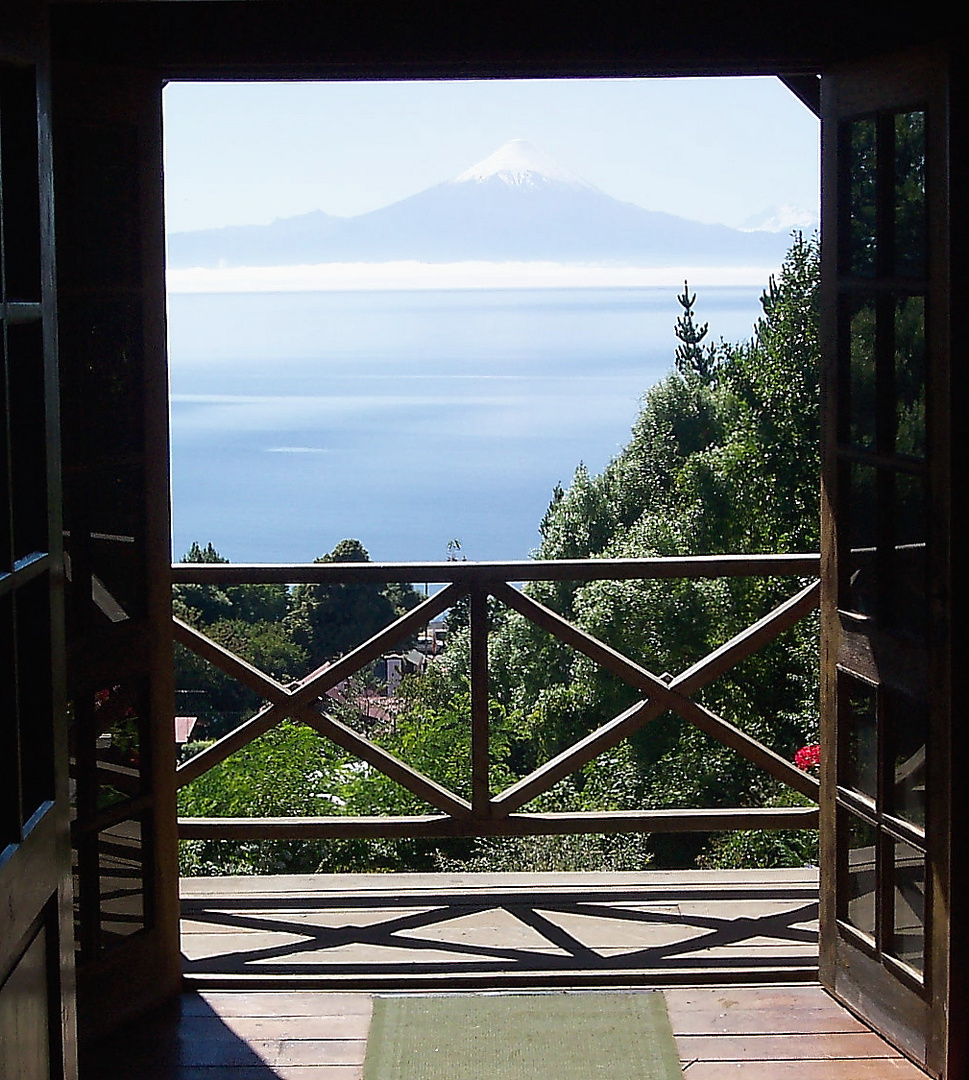 Ventana en Frutillar, Chile