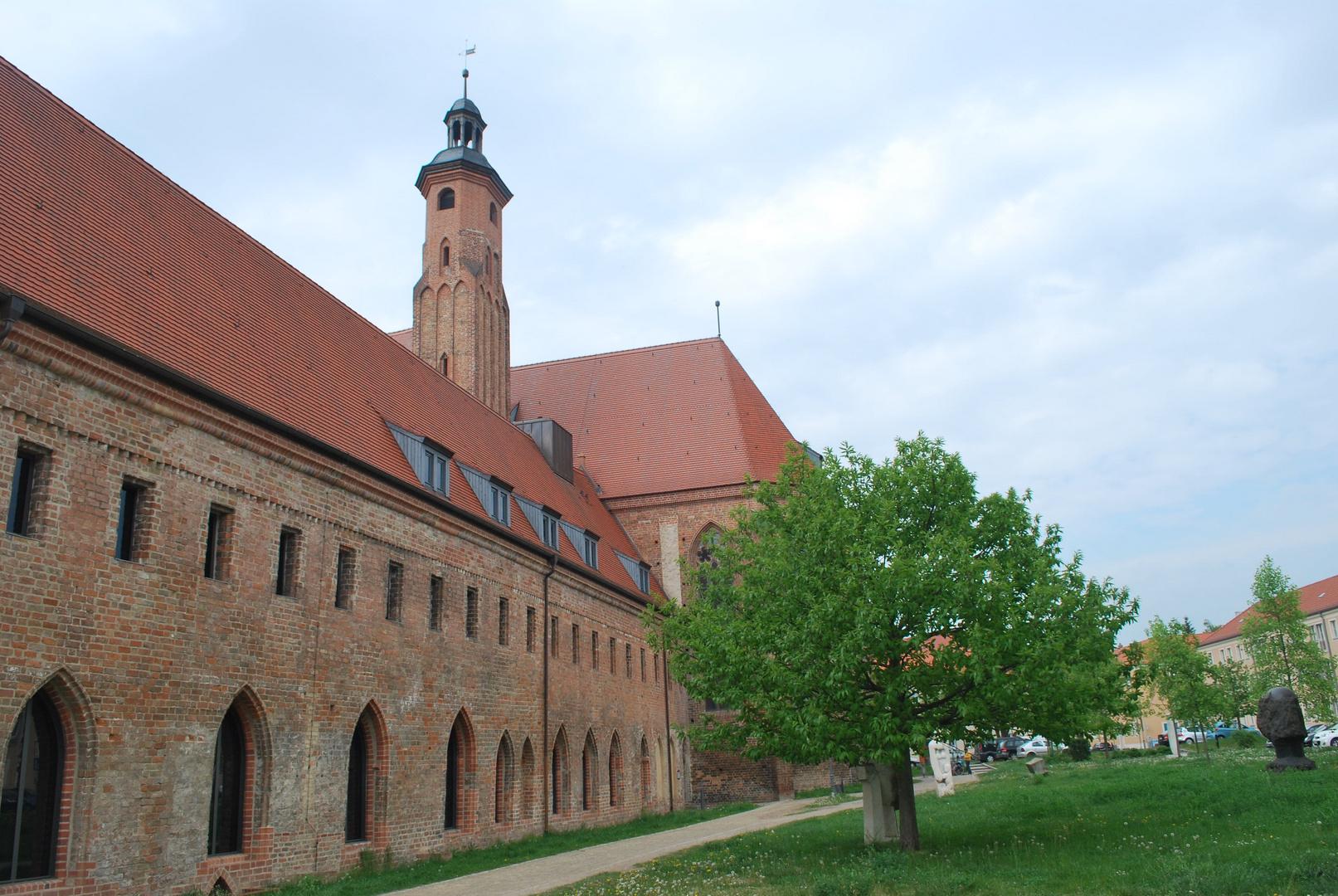 Veranstaltungshalle in der alten Kirche ( Brandenburg)