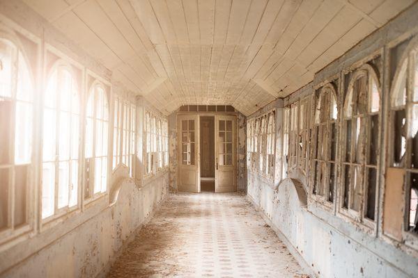 Verbindungsgang im verlassenen Sanatorium Hohenlychen
