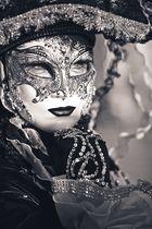 verborgen hinter masken...