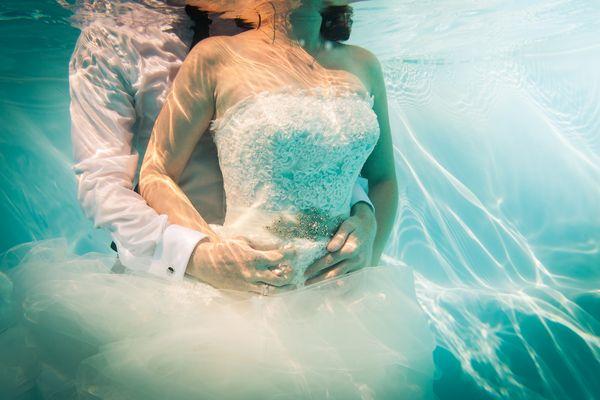Verena & Klemens | Pool Portrait Shooting