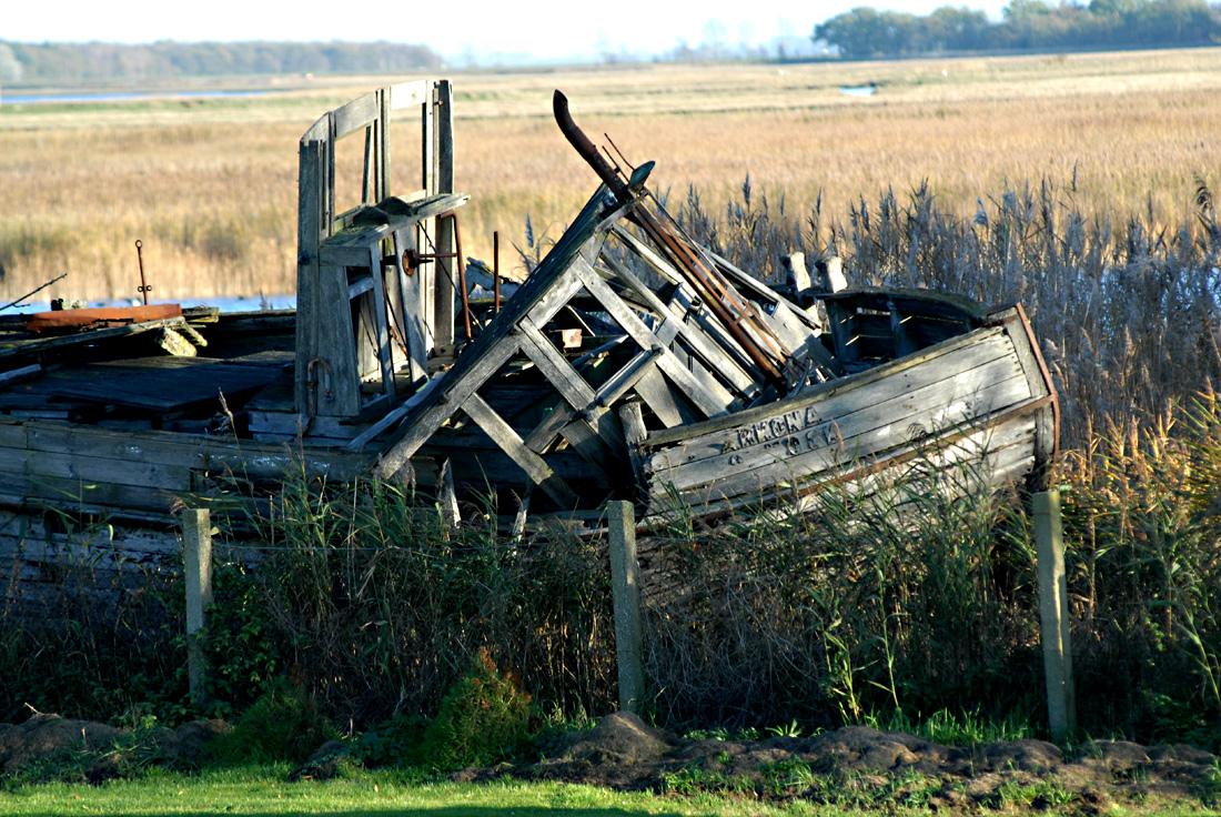 Verfall eines schönen Holzschiffes